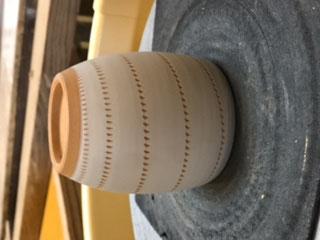 小石原焼伝統技法の刷毛目の実演写真