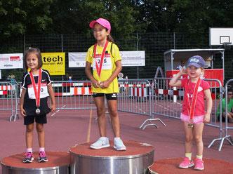 Siegerehrung W09 BS: Madlaina Roppel, Liriana Redzepi, Julia Schwarz (vlnr / Foto: TV Bottmingen)