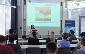 "Prof. Joan DeBardeleben discusses ""Shifting Paradigms in EU-Russian Relations (Foto: Claus Völker)"