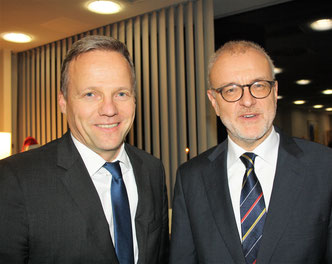 Soeren Stark (left) of LH Cargo and ACD president Winfried Hartmann were at the center of the cargo club's December meeting  -  photo: hs