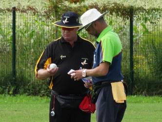 Alex Mackay (l) & Steve Tripp (r) conferring at the fall or wicket in Warsaw 2017