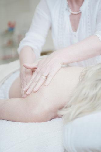 Therapeutische Frauenmassage TFM, Kinderwunsch, Frauenheilkunde, Heilpraktikerin Nicole Wagner, Merzig, Saarland, Hormonmassage, Fruchtbarkeitsmassage,
