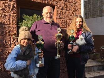Hessenmeister 2018: Kristina u. Karina Kiermeier mit Adolf Müller