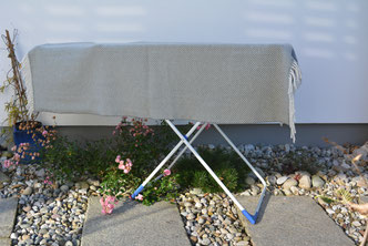 Wolldecken an der frischen Luft auslüften - S. Fischbacher Living