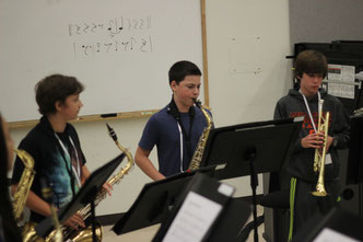 Middle School Students rehearse in combo class