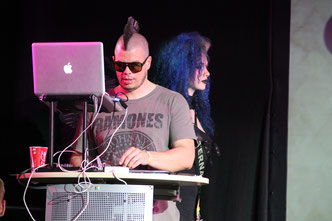 Faderhead macht die Musik für die Modenschau auf dem M'era Luna-Festival 2015 / Foto: Dunkelklaus