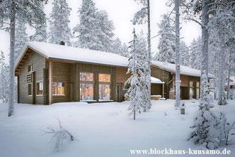 Wohnblockhaus - Holzhaus in massiver Blockbauweise - Ökologisches Holzhaus in massiver Blockbauweise -  Blockhaus als Wohnhaus  - Umweltfreundliches Bauen mit Holz
