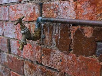 Frost - Winter, Wasserschäden Bautrockner, Feuchtigheit Bautrockner, Einfamilienhaus Wasserschaden