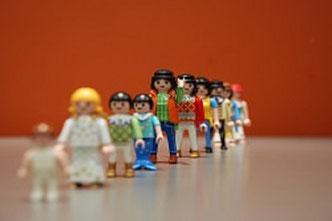 "Playmobilfiguren als ""Ahnenreihe"""