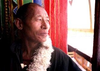 dieser Pilger genoss offenbar die besondere Stimmung des Potala