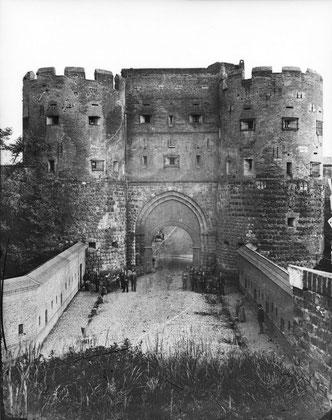 Eigelsteintorburg, Nordseite um 1880, Foto (c) Rheinisches Bildarchiv; Foto Teaser (c) A. Fürst