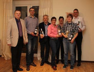 Vereinswertung v.L.: Martin Klösener, Johann Pawolka, Willi Hoppe, Susanne Temme, Margret Fuest (6. Platz Seniorinnen OWL), Fiona Schröder (1. Platz Schülerinnen OWL), Boris Masalsky (2. Platz Herren OWL)