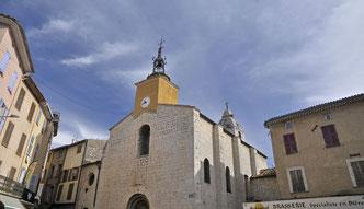 l'église St Pierre et ses deux clochers