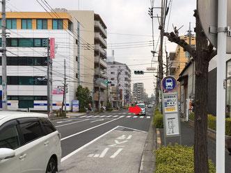 """""""総合スポーツセンター南""""交差点を右に →"""