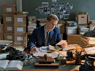 Der junge Staatsanwalt Johann Radmann (Alexander Fehling) recherchiert nach Nazi-Verbrechern. Foto: Heike Ulrich/ CWP Film/ Universal Pictures