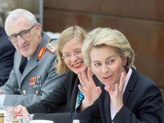 2017 wurde auch mit Verteidigungsministerin Ursula von der Leyen diskutiert (Foto: Marc Darchinger)