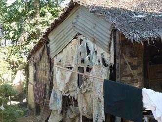 Petite hutte familiale complètement délabrée