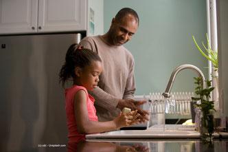 Gesunde INFJ erziehen ihre Kinder zu respektvollen, wertegeleiteten und eigenständigen Menschen.
