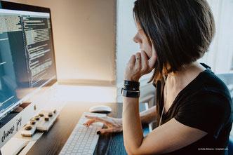 INFJ und HSP haben ein natürliches Talent, komplexe Algorithmen verantwortungsvoll zu programmieren.