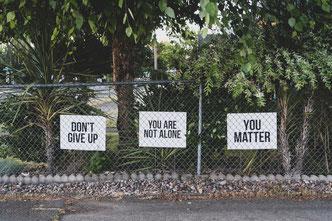 Wenn Du ein Problem hast oder in einer Lebenskrise steckst, weißt Du, dass Du nicht allein bist. Bitte nutze diese Chance. Du bist auch wichtig.