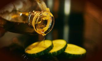 Olivenöl auf Gemüse