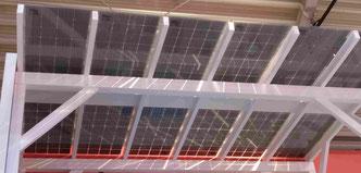 Solar Carport Energiequelle für das Haus und Laden des  Elektroauto