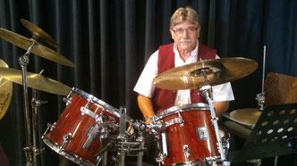 Wolfgang Müllich am kombinierten Schlagzeug