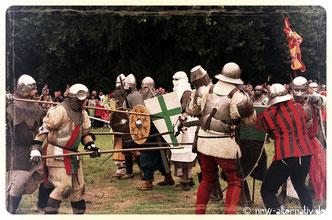 Ritterkämpfe auf Burg Vondern in Oberhausen anlässlich des 10. Ritterfestes