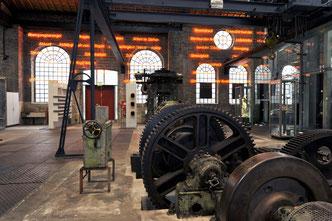"""Blick in das Foyer der Dauerausstellung """"Schwerindustrie"""" in der Zinkfabrik Altenberg."""
