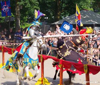Pferde tjosten an Schloss Broich.