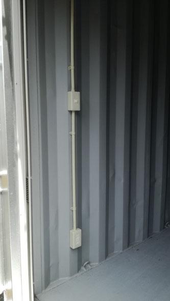 福島県いわき市 中古コンテナ20ftシャッター付シルバー電気工事2本設置