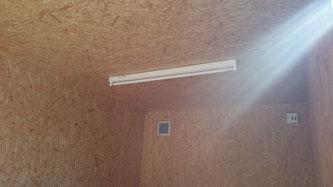 愛知県江南市 NENVANコンテナ20ft 改造 窓 横スライドドア 換気口 電気  断熱仕様 アイボリー塗装 コンテナハウス