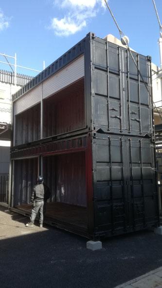 京都市南区 中古コンテナ20ftシャッター付2本納品