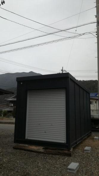 岐阜県郡上市 中古ブラックシャッター倉庫設置