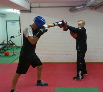 Marco Spath (Coach, rechts) Schlagschule Mai 2015 @ M's-Gym Bern Ittigen