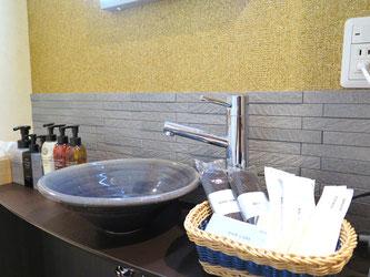 洗面には女性に人気ドレッサーライトを完備