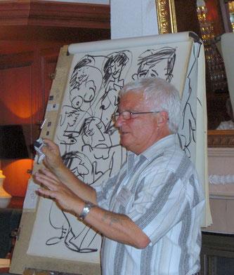 Harald Herzel bei einer Ausstellung