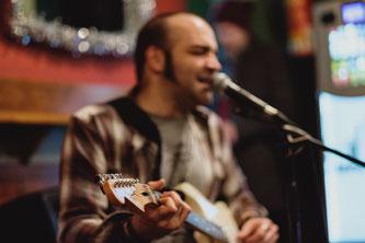 Pedro Sánchez - Guitarra acústica y guitarra eléctrica