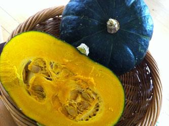 長い休みも明けて、今年の後半もがんばります^^おいしいかぼちゃの季節になってきましたね♬このかぼちゃたちを、、、