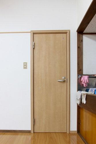 トイレ入口ドア
