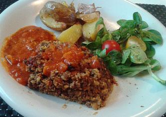 Linsen-Nuss-Auflauf mit Tomaten-Curry Soße