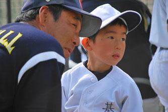 石田総監督にやさしく指導を受ける。モトイ