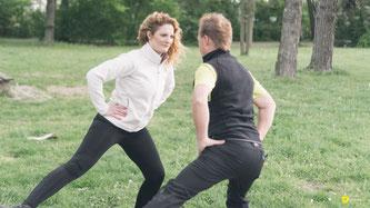 Rainer Höhnle Stern aus Speyer erhöht das Fitnesslevel als Vitalcoach mit Trainingsplan und Ernährungsplan im Park beim Training.