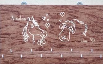 Porte clés offert à un mariage (reprise du motif du faire-part de mariage)