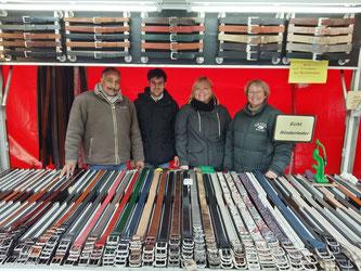 Bei uns finden Sie Ledergürtel in verschiedenen Farben und Breiten sowie Geldbörsen für Damen und Herren