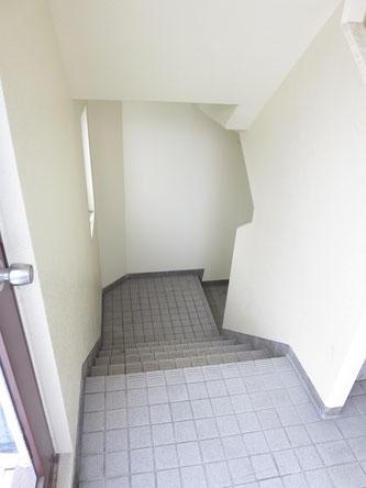 しっかりと清掃・管理しているので、階段部分等もいつもキレイにしています。