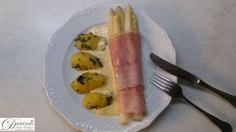 Spaghetti mit einer feinen Sauce mit weißem Spargel - Rezept.