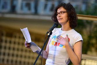 Sari Sorglos aka Sarah Teicher bei einer Slam Poetry Show in Usti nad Laben, Tschechien. Organisiert vom Collegium Bohemicum.