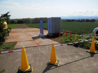 畑会場では仮設トイレや見晴台の準備中です。