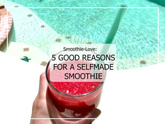 A strawberry-watermelon-smoothie for the perfect summer vibe!